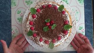 Рецепт: Бисквитный торт с малиной и сметанным кремом