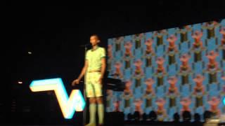 Stromae - Omar Sy chantent Papaoutai Arène de Nîmes 24 juillet 2014 Racine Carrée