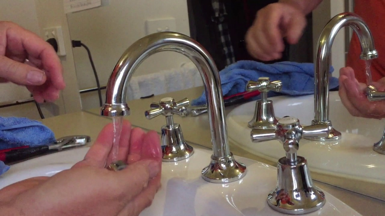 How to fix Tap faucet squirting out the side. Clean the airator ...