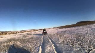 квадроциклы по снегу вблизи Черкесска  (переворот)(катание на квадриках в январе 2013 в окрестностях г. Черкесска (Прикубанский район) В конце записи зафиксиров..., 2013-01-03T17:33:58.000Z)