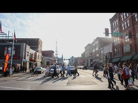 BROADWAY STREET DOWNTOWN NASHVILLE | HONKY TONK HIGHWAY | RV LIVING | PIPELINE LIFE