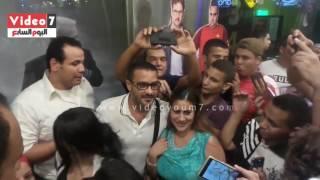 محمد رجب يفاجئ جمهوره بحضور حفل منتصف الليل لفيلمه صابر جوجل