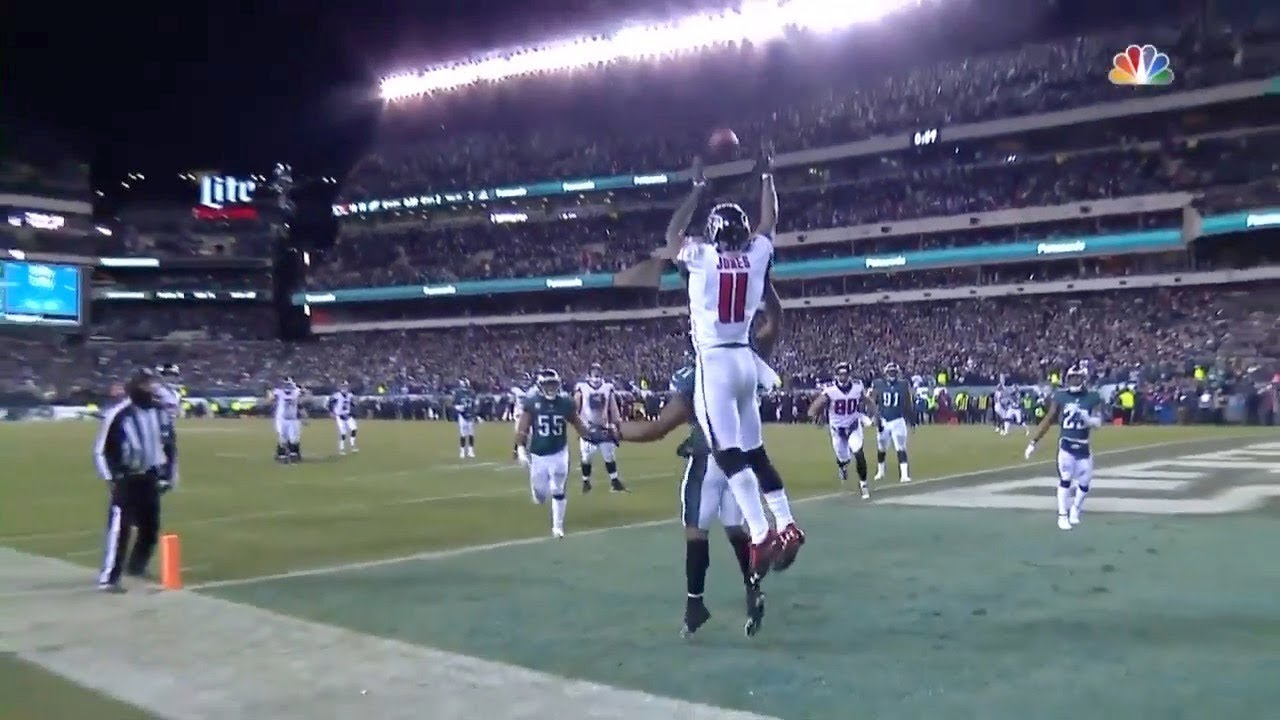 Eagles Make Crucial Fourth Down Stop As Ball Goes Through Julio S Hands Youtube