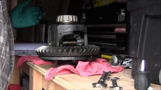 Repeat youtube video Dana 44 Carrier Tear Down Pt 1