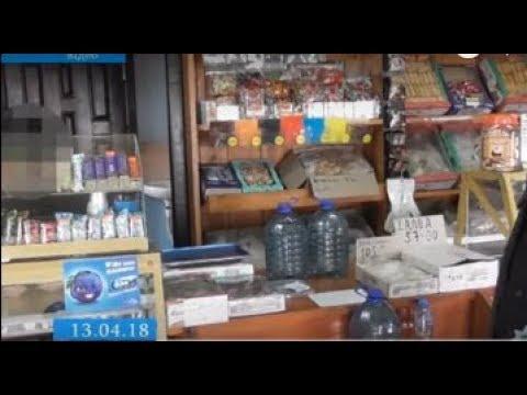 ТРК ВіККА: Полісмени «прикрили» торгівлю сурогатом в одному з черкаських магазинів