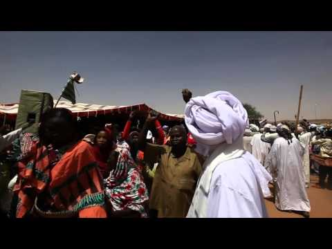 UNAMID's Joint Special Representative visits Korma camp for the displaced, North Darfur