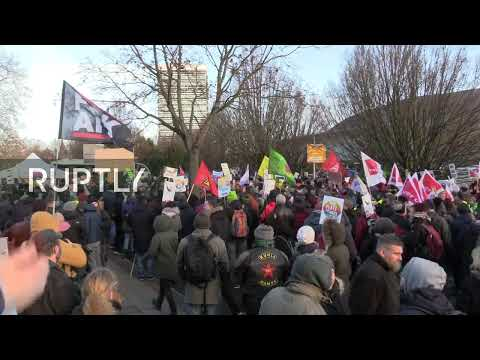 LIVE: Activists protest against AfD party congress in Braunschweig