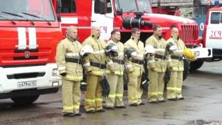 В огонь ушли пожарные расчеты...
