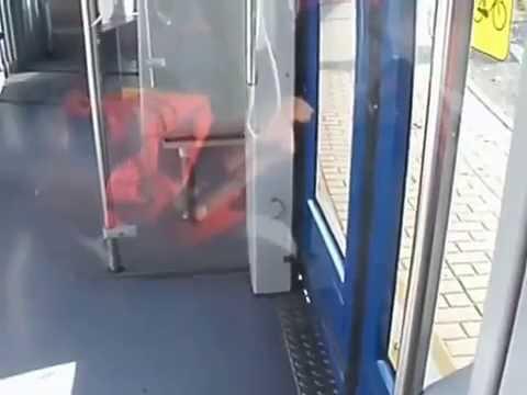 Wendung der Bahn NGT8 auf Wendeschleife in Leipzig-Mockau-Post. Musikkopie