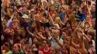 Ali B ft. Yes-R & Gio - Leipe Mocro (live)