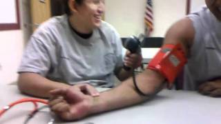 Moche taking blood pressure
