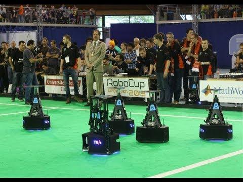 WK Robotvoetbal / spannende finale robocup 2013 Tech United uit Eindhoven tegen Waters uit Beijing