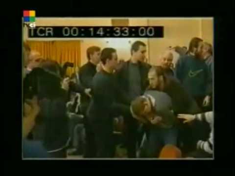 Михалков, чемпион, бьёт ногой по лицу