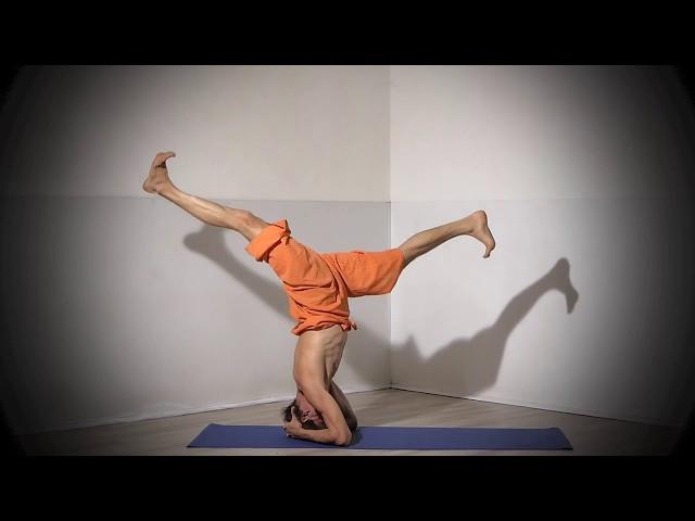 Posture de Yoga : Enchaînement en Sirsasana / Posture sur la tête