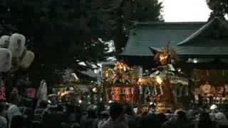 両社祭でお神輿が集まったときの様子です。電飾されていました。