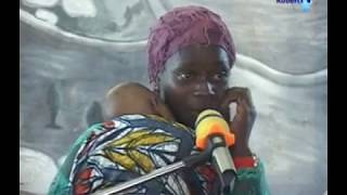 Mtoto wa mganga wa kienyeji akombolewa yeye na mama yake.