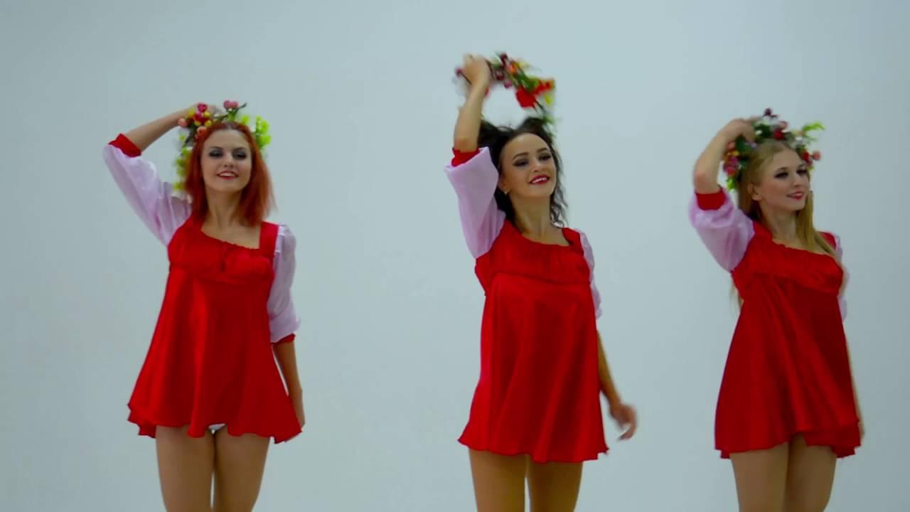 Под платьем у балерины трусики