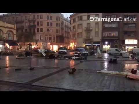 El temporal fa volar les obres de la plaça Corsini de Tarragona