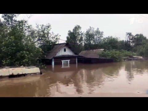 Срочная эвакуация в Амурской области, где из-за сильного наводнения вода продолжает прибывать.
