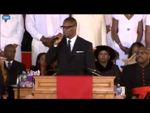 "R. Kelly Sings ""I Look To You"" At Whitney Houston's Funeral"