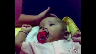 Bayi usia 4 bulan bercakap - Pelik ...