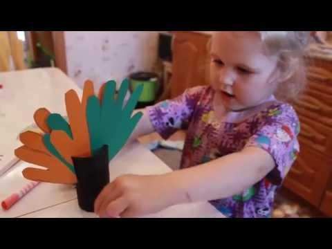 Осенние поделки с ребенком 3 лет.Дерево из ладошек и втулки от туалетной бумаги