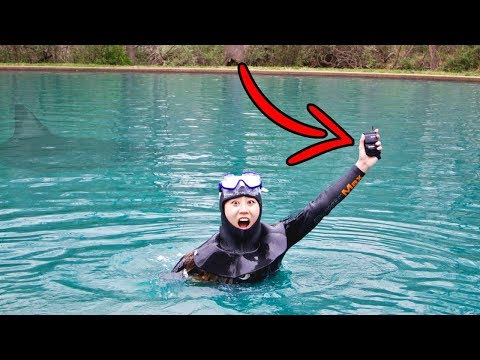 FOUND LOST PHONE SCUBA DIVING IN POND!!