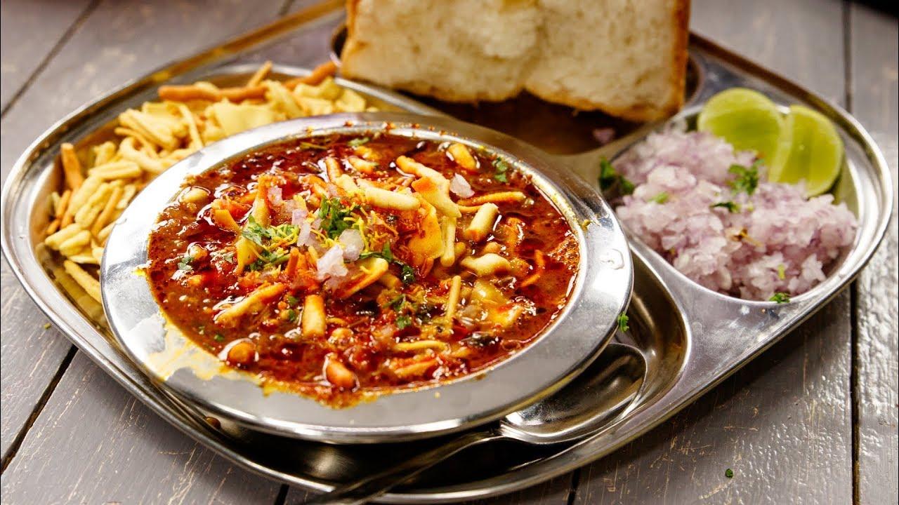 Kolhapuri Misal Pav Recipe - Maharashtrian Recipes  Misal Pav Recipe In Marathi
