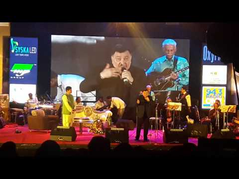 Rishi Kapoor introduces Gorakh Sharmaji at his Pune Show1st May 2017