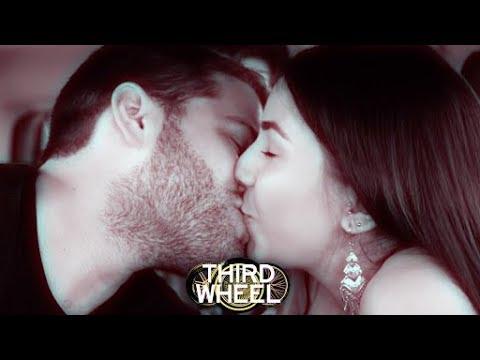 KISS OR FLUSH | THIRD WHEEL w/ Lauren Elizabeth & Hunter March