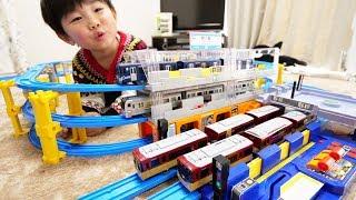 プラレール 京阪プレミアムカー&西武Lトレインで遊んでみた Toy Train Car thumbnail