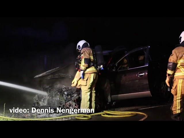 Auto volledig uitgebrand in Deurningen
