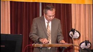Bác Sĩ Truyền Trình Diển bài Bến Xuân với đàn Hawaiian Guitar