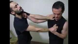Defensa contra cuchillo en asalto de frente. Punza cuello. Robbery Situation Krav Maga