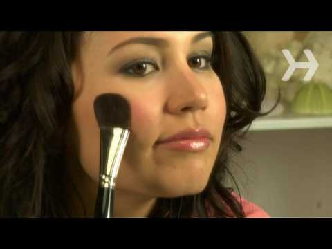 How to apply blush for prettier look
