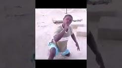 Ugugundendehe söi hiekkaa ja tukehtuu koiran kuseen (ambulanssia ei soitettu)