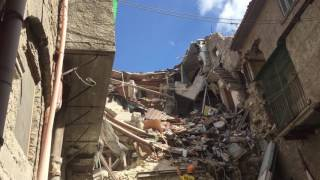 Video Terremoto Amatrice 24.08.2016 - L'incredibile lavoro dei cani tra le macerie download MP3, 3GP, MP4, WEBM, AVI, FLV Oktober 2018
