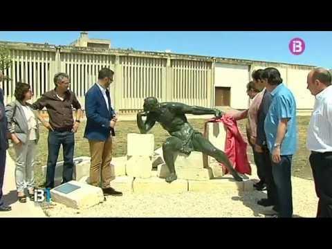 La Universitat de les Illes ha presentat dues escultures que s'exposaran al campus de la UIB