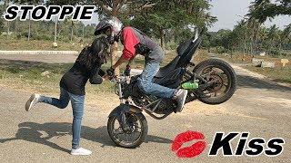 Stoppie Kiss & Pulsar 220 Stunts