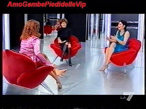 Sara ricci e monica setta gambe scosci e piedi da donne allo specchio 2002 youtube - Ragazze nude allo specchio ...
