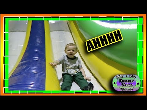 Download Youtube: BOUNCE HOUSE TIME!! YAY! Bin and Jon's Family Vlogs