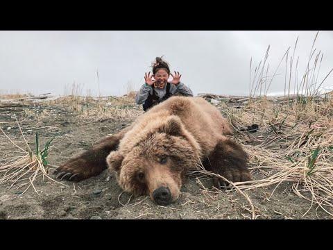 Mom & Daughter Brown Bear Hunt – Stuck N The Rut 145