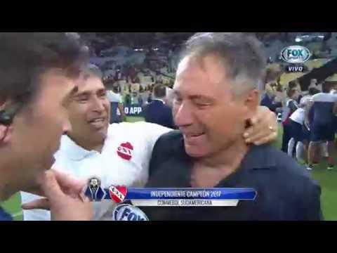 Ariel Holan llorando por ganar la Copa Sudamericana