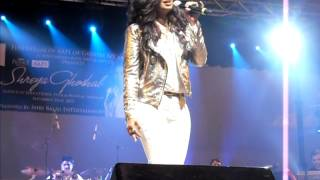 Shreya Ghoshal singing Abhi na jao chor kar in New York