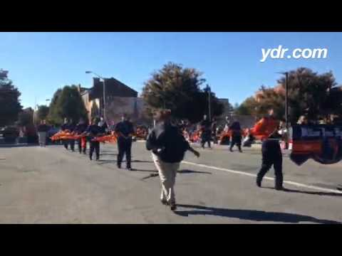 William Penn Senior High School's marching band leads the York Halloween Parade #ydrnews