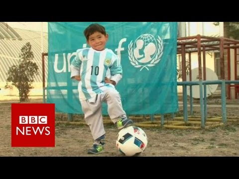 Messi shirt boy 'forced' to leave Afghanistan - BBC News