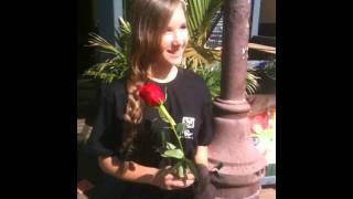 Видео-опрос: Можно ли найти любовь в интернете?(Сотрудники сайта знакомств Teamo.ru опросили прохожих: Можно ли найти любовь в интернете?, 2011-07-26T06:08:28.000Z)