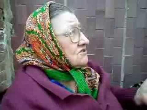 Бабка рассказывает стих не стесняясь в выражениях. Ржака