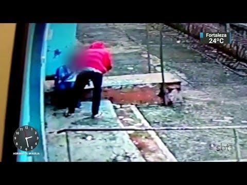 Estudante é esfaqueado em assalto dentro da própria escola | SBT Notícias (28/02/18)