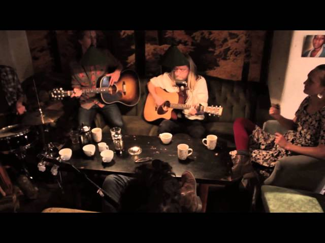 Workers in Songs - ''Far Away From Home'' - Musik på Gadeplan [HD]